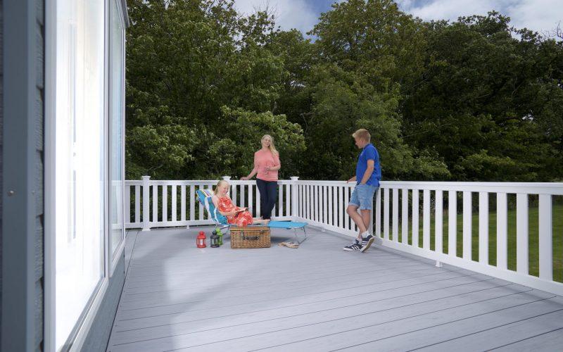 Choosing the right composite decking colours